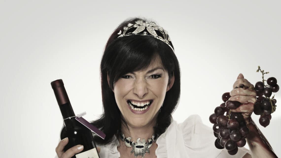 Frau | Wein | Trauben | Kette