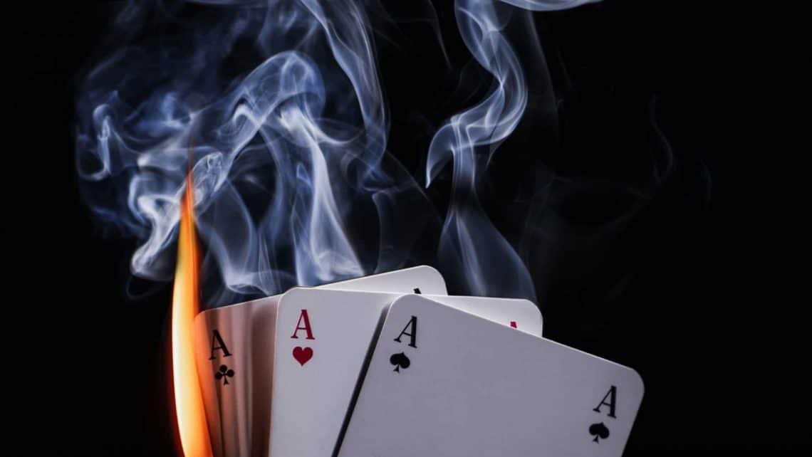 Karten | Hand | Feuer | Illusion