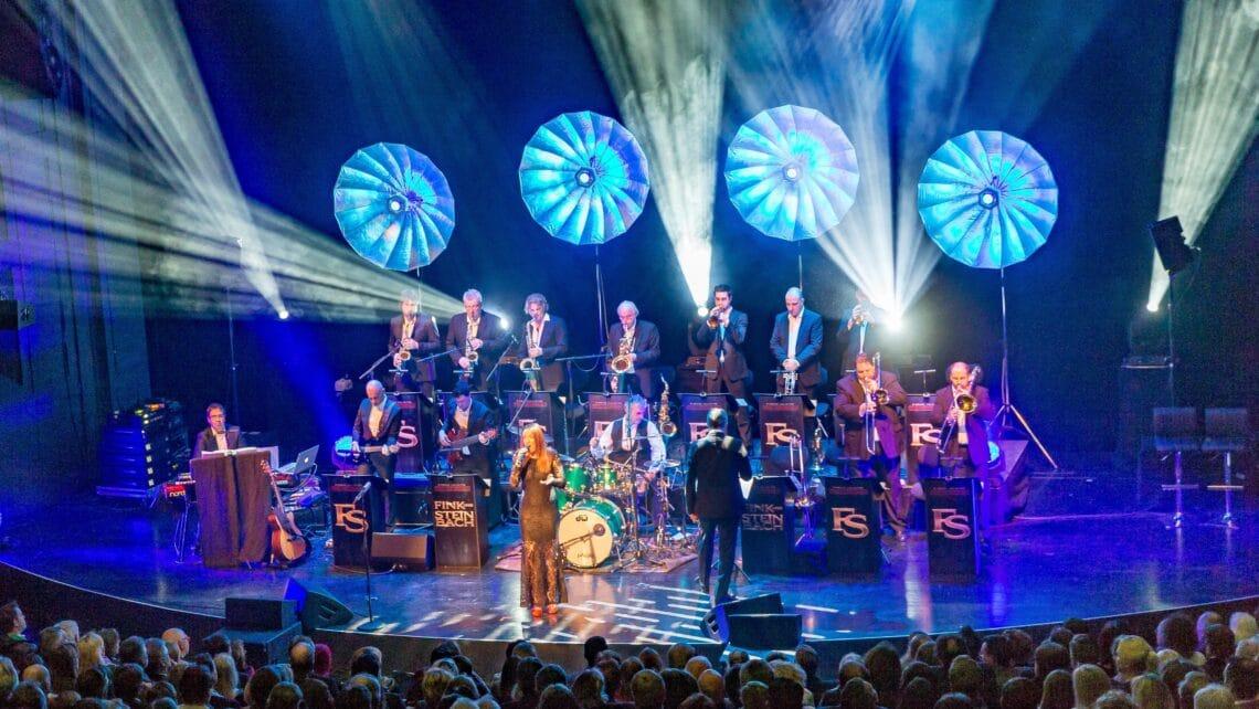 Bühne | Showband | Publikum | Orchester