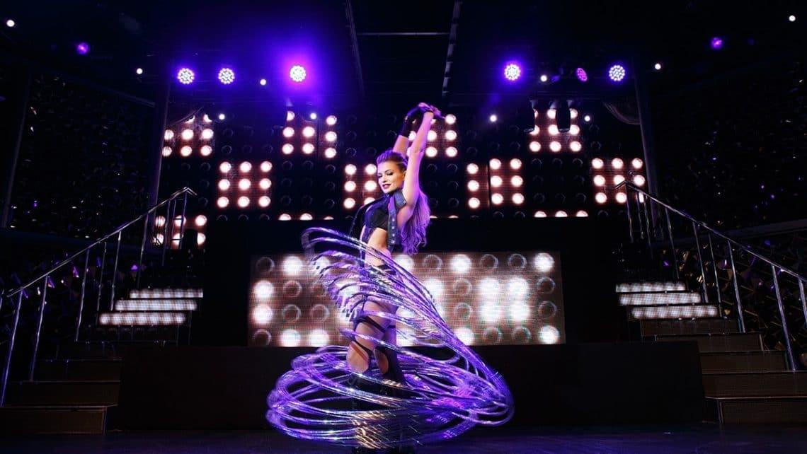 Frau | Reifen | Tanz | Hula-Hoop